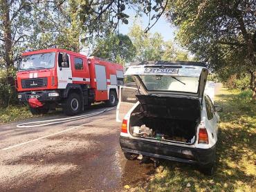 Рятувальники Закарпаття їхали навчати селян правилам безпеки, а довелось гасити пожежу