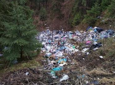 Яблунецкий перевал утопает в мусоре