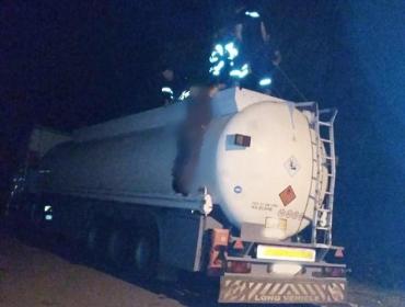 В Закарпатье водителя бензовоза изъяли из цистерны без признаков жизни