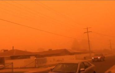 Город в Австралии под атакой чудовищной пылевой бури