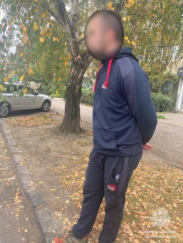 В Ужгороде мужчина, переходивший дорогу в неположенном месте, нарвался на гнев патрульных