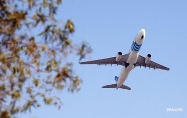 В Испании самолет приземлился из-за отказа украинца надеть маску