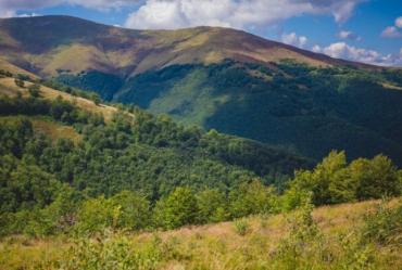 У горах Закарпаття провели спецоперацію з порятунку травмованого туриста з першої столиці України