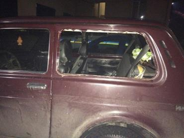 Задержанный закарпатец выбил стекло на служебном авто полиции