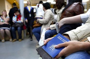 Українських заробітчан почали масово виганяти з Європи