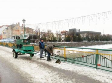 В Ужгороде Фейсбук заставил власть ремонтировать пешеходный мост