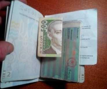 В Закарпатье на границе девушка пыталась дать взятку пограничникам