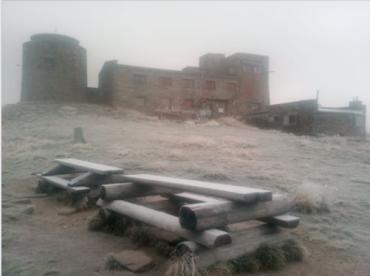 Горы в Закарпатье покрыло тонким слоем снега