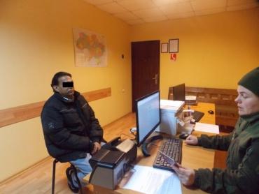 Подозрительный пассажир поезда заставил пограничников в Закарпатье засомневаться
