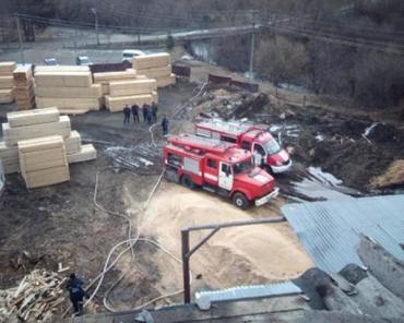 В Закарпатье 11 человек тушили большой пожар