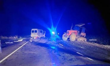 Возле Ужгорода произошло ДТП: Сила удара была настолько сильна, что трактору оторвало колесо
