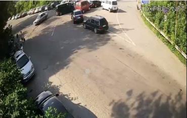 Автомобільне стовпотворіння на кордоні Закарпаття через ужорсточення Угорщиною карантинних заходів