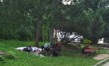 """Ужгород. На знаменитій """"Цаплі"""" живе ромське сімейство з малечою"""