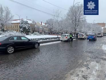 В Ужгороде на площади Петефи штрафы будут отхватывать абсолютно все автохамы