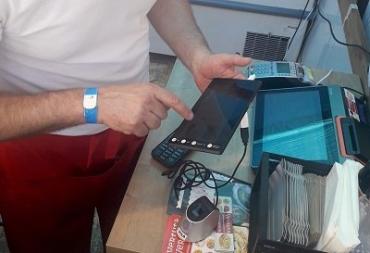 Украинцы смогут оплачивать покупки без налички, карточек и смартфонов