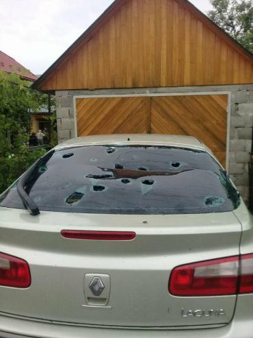 В Закарпатье град побил машины, дома и урожай