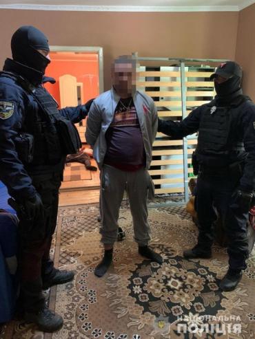 Окружили дом толпой: В Закарпатье спецназ провел впечатляющую операцию по задержанию наркоторговца