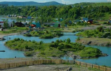 На Закарпатті — пік сезону на унікальних Солотвинських озерах