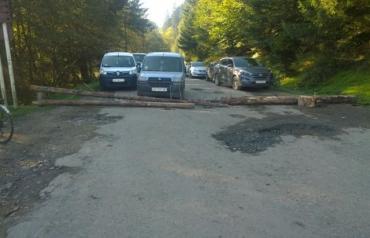 В Закарпатье перекрыли 3 дороги из-за ям