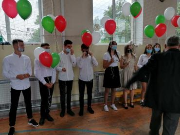 """У школах Мукачево початок навчального року відсвяткували """"по-карантинному"""""""
