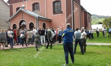 В Закарпатье сатанисты пытались захватить храм УПЦ МП