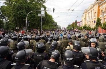 Полиция спасла гей-парад в Киеве от фекалий в презервативах