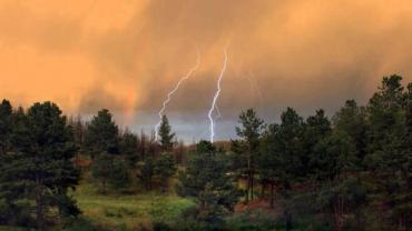 В Закарпатье синоптики предупреждают жителей об граде, ливне и грозе