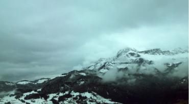 Гору Поп Иван в Закарпатье до сих пор заметает снегом