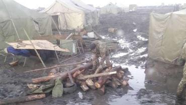 Это наши солдаты в то время, как наши депутаты на мальдивах и турциях