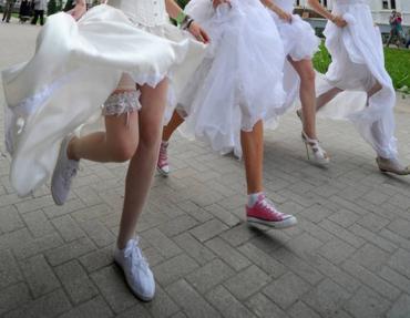 """""""Парад невест"""" стартует из Ужгородского замка и шагает по городу"""
