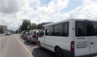 Жесть! Купа розбитих автомобілів на дорозі в Ужгороді