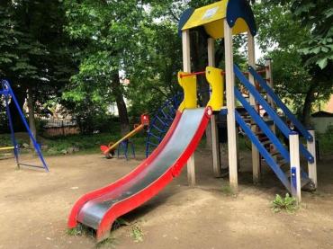 Нуль із тридцяти: чому за 4 роки місто Ужгород не знайшло можливості збудувати бодай один майданчик загального користування