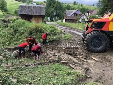 Потужні дощі та розливи води наробили біди на Закарпатті — місцеві рахують збитки