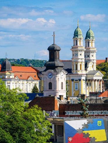 Заробитчанам из Закарпатья за чешской визой не придется ехать аж во Львов.