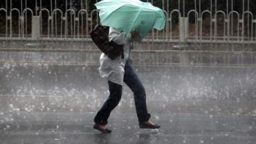 В Закарпатье ждут грозу, ливни и похолодание, объявлено мощное штормовое предупреждение