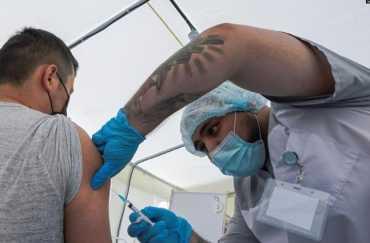 Кого в Украине обяжут вакцинироваться от COVID - Перечень профессий