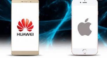 Работники Huawei, запостившие новогоднее поздравление компании с iPhone - наказаны