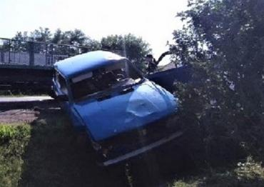 Авария в Закарпатье: На трассе Киев-Чоп легковушка зависла в кювете