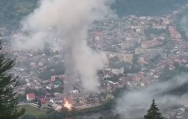Гірське місто Закарпаття було у вогні та в диму