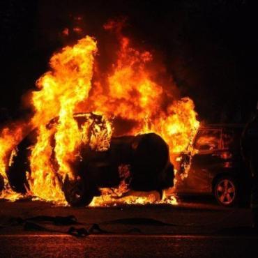 В Закарпатье пожар охватил легковушку