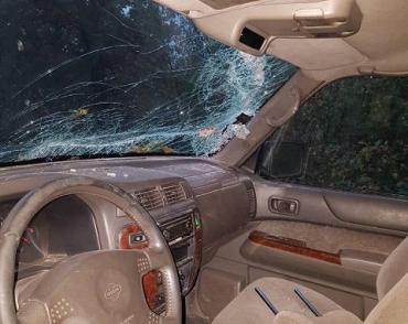В Закарпатье джип влетел в шлагбаум, погиб пассажир
