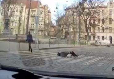 Неравнодушные прохожие задержали психа, который бил женщин на улицах города