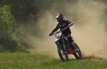 В Ужгороде возобновили тренировки по мотокроссу