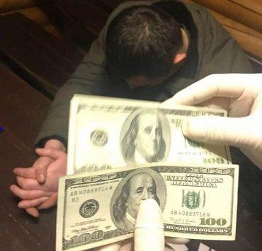 В Закарпатье разоблачили чиновника на взятке