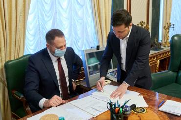 Президент Зеленский подписал закон о рынке земли