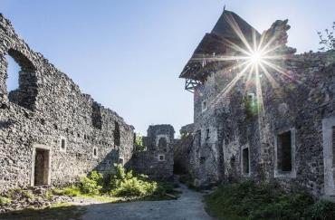 В Закарпатье начали реставрацию Невицкого замка: Восстановят малую и большую башню, крышу и стены