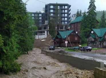 Курорт Буковель уничтожен дикой стихией