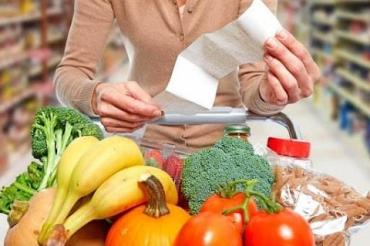 Українці «проїдають» заощадження: Аналіз зростання цін на продукти за «царювання» Зеленського