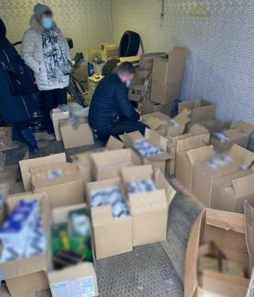 """В Киеве алкогольный """"синдикат"""" уличили в изготовлении более 5300 литров фальсификата."""