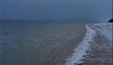 Застывшие воды Азовского моря: опубликованы необычные кадры